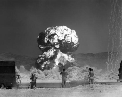 SOMMET DU G8 ET DE L'OTAN: LE MOUVEMENT DE LA PAIX S'ADRESSE AU NOUVEAU PRESIDENT DE LA REPUBLIQUE FRANCAISE dans REFLEXIONS PERSONNELLES Bombe-atomique