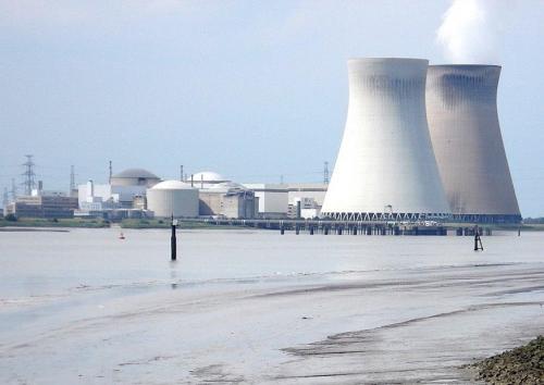 SORTIR DU NUCLEAIRE: POURQUOI ? QUAND ? COMMENT ? centrale-nucleaire-t7182