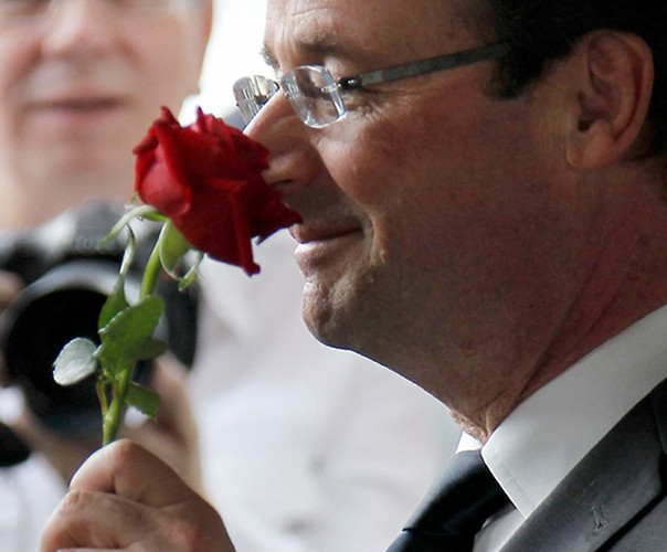 L'ECONOMIE EXPLIQUEE À MON PERE. SOMMET EUROPEEN: HOLLANDE PRESIDENT AFFRONTE HOLLANDE CANDIDAT ! dans REFLEXIONS PERSONNELLES Hollande_rose_portrait_604-604x500