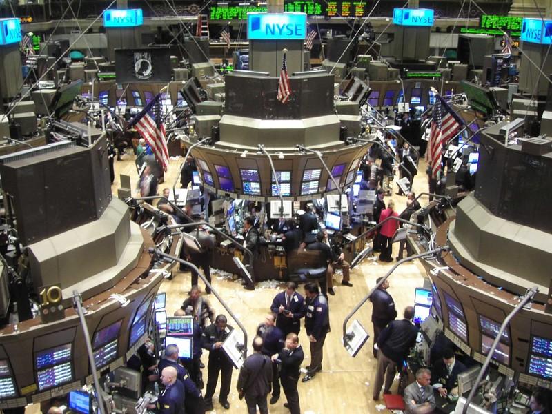 WALL STREET FINIT EN BAISSE, DEPRIMEE PAR LA CONTAGION DE LA CRISE EN EUROPE dans REFLEXIONS PERSONNELLES Wall-Street