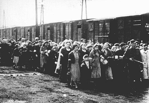 70 ANS APRES, VARSOVIE COMMEMORE LA LIQUIDATION DU GHETTO JUIF PAR LES NAZIS  dans REFLEXIONS PERSONNELLES GHETTO