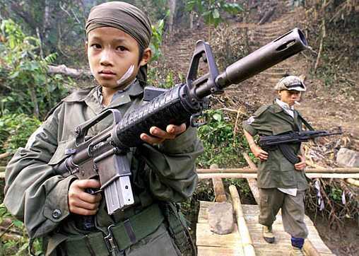 NORD-MALI: DES CENTAINES D'ENFANTS DANS LES RANGS DES GROUPES ARMES dans REFLEXIONS PERSONNELLES 1318_enfant_soldat2