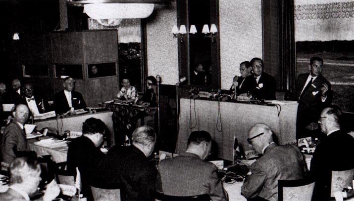 LE GROUPE BILDELBERG: UNE SOCIETE TRES SECRETE... (Canal Historia / Québec / Février 2012) dans REFLEXIONS PERSONNELLES bilderberg1954meeting