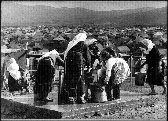 PRES DE LA MOITIE DES JEUNES PALESTINIENS AU LIBAN DESCOLARISES dans REFLEXIONS PERSONNELLES camp_1.psd_