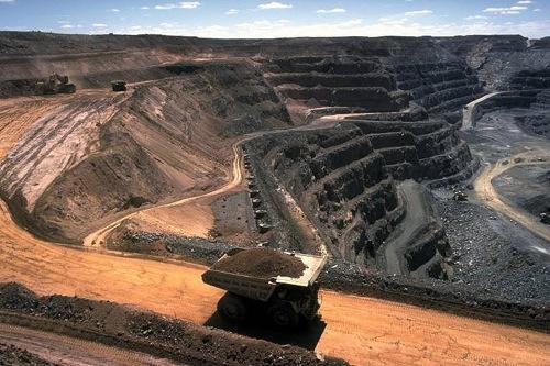 LE CANADA, PLAQUE TOURNANTE DE L'INDUSTRIE MINIERE...ET DE SES MAGOUILLES (Ivan DU ROY / bastamag.net) dans REFLEXIONS PERSONNELLES mines