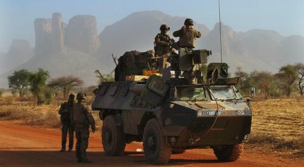 AFRIQUE: LES DOSSIERS QUI OPPOSENT PARIS ET WASHINGTON (Adrien HART / slateafrique.com) dans REFLEXIONS PERSONNELLES douentza