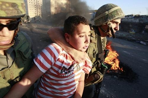 SELON L'ONU, LES ENFANTS PALESTINIENS ARRÊTES PAR ISRAËL SONT VICTIMES DE MENACES, DE MALTRAITANCE ET DE VIOLENCES dans REFLEXIONS PERSONNELLES enfants