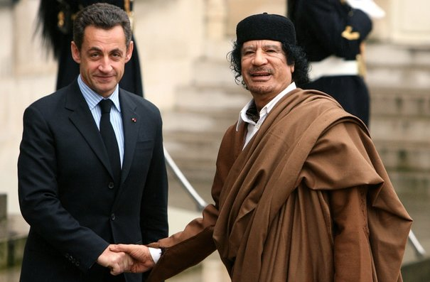 SARKOZY EN LIBYE: MERCI A TOI Ô GRAND LIBERATEUR...QUI A ARROSE NOTRE PAYS D'ARMES A L'URANIUM