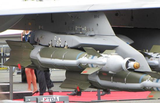 Armements RAFALE au MALI GBU-49 n°4