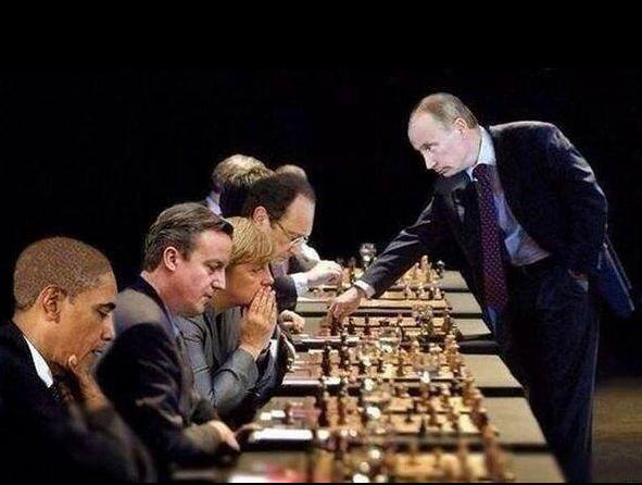 POUTINE joue aux échecs avec les autres