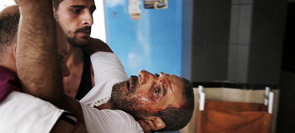 GAZA Homme blessé porté