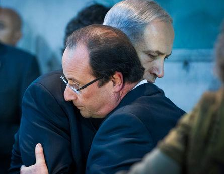 HOLLANDE et NETANYAHOU en accolade