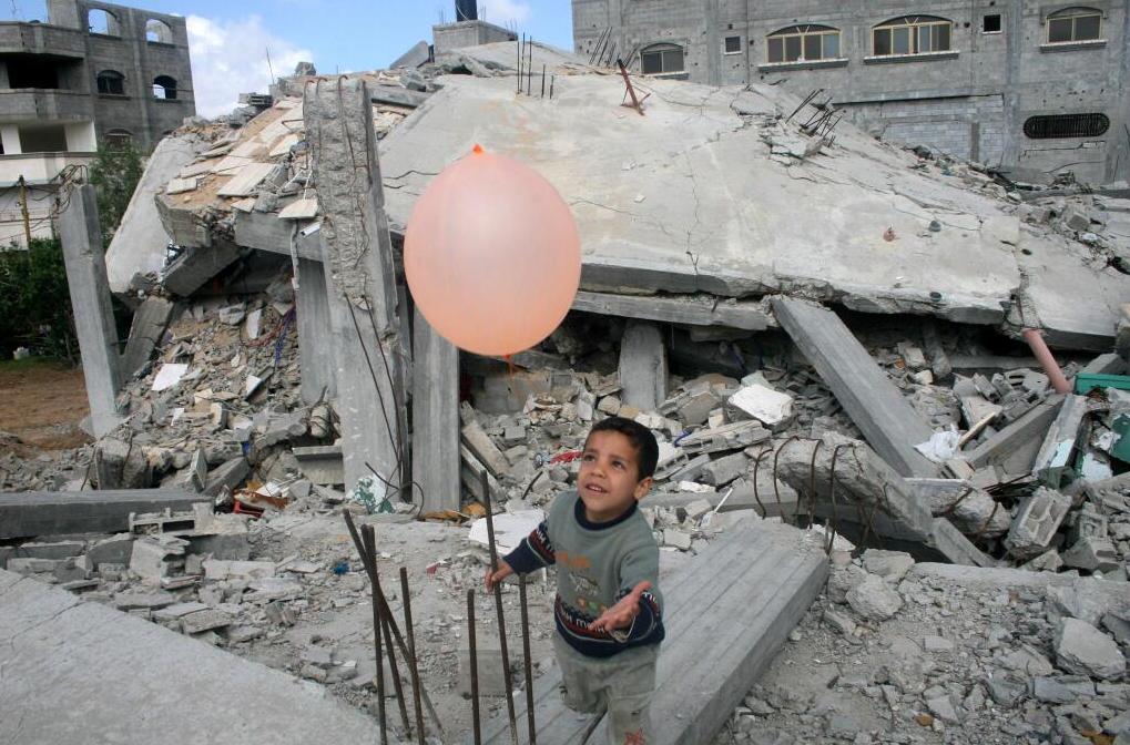 L enfant et son ballon à GAZA