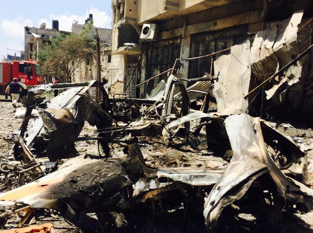 Les restes d'une ambulance carbonisée touchée à GAZA