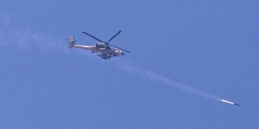 Tir de missile d'un hélicoptère APACHE israëlien sur GAZA 8 juillet 2014  AFP JACK GUEZ