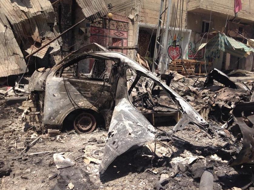 Voiture et rue carbonisées à GAZA