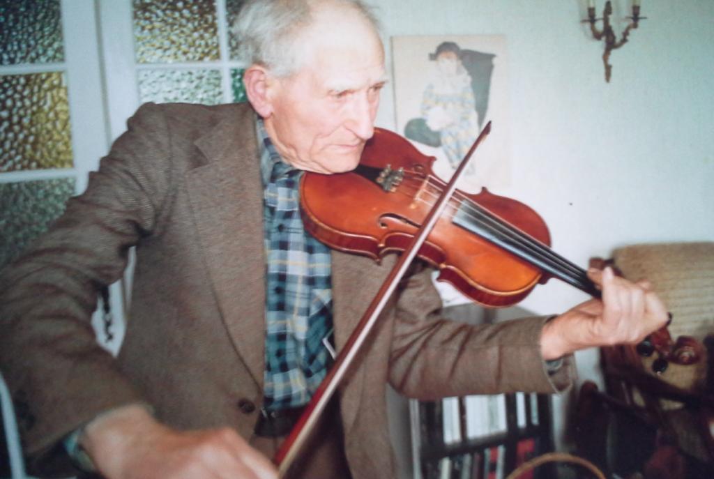 Roger MANCEAU au violon