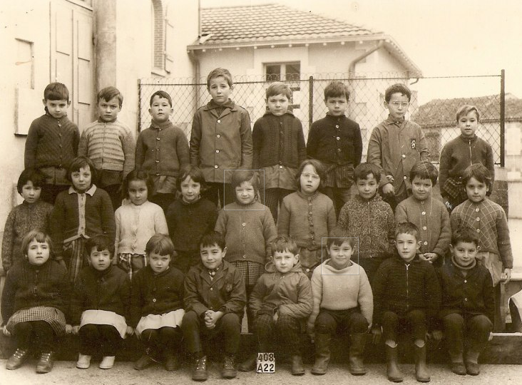 Elèves du CP CE1 de l'école de SAINT BONNET DE BELLAC en 1967