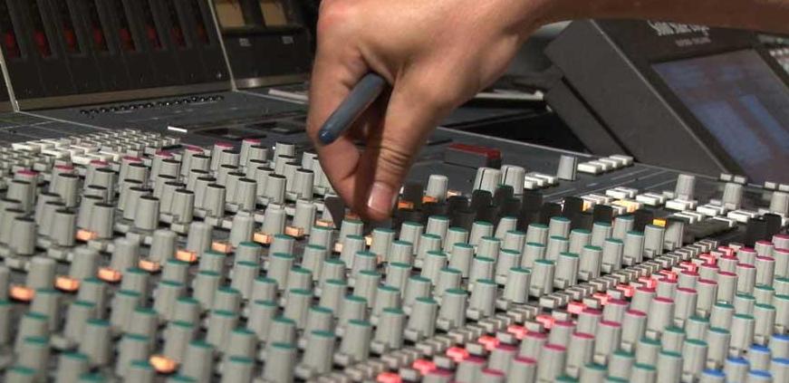 Photo détail d'une table de mixage