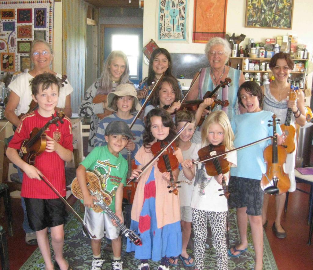 Jeanie MC LERIE et les enfants au violon