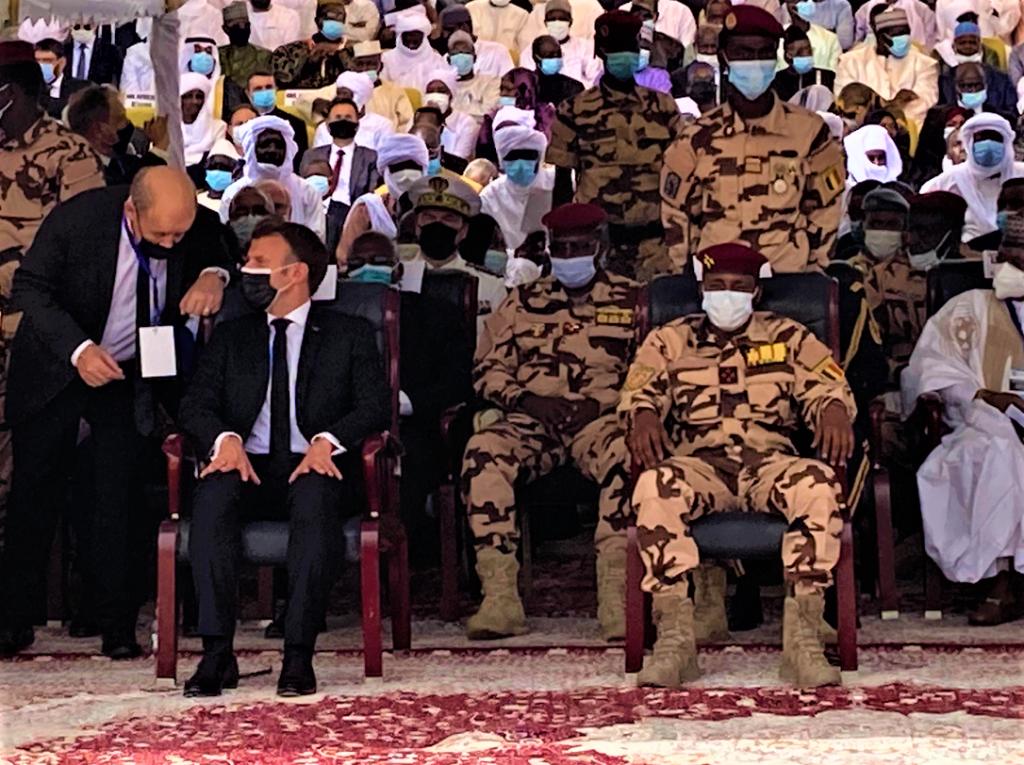MACRON et LE DRIAN au TCHAD pour lenterrement de Idriss DÉBY 23 avril 2021