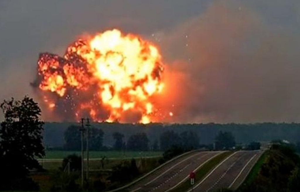 Explosion arsenal ukrainien KALINOVKA